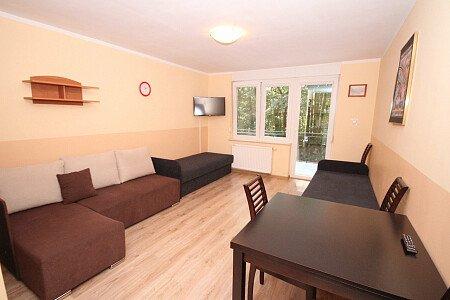 Pokój nr 3 na 1 piętrze z balkonem, z łazienką 4 osobowy. Lodówka mikrofala i komplet naczyń