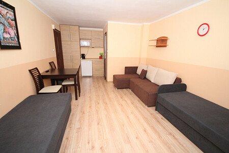 Pokój nr 7 na 1 piętrze z balkonem,4 osobowy. Łazienka w pokoju,lodówka,mikrofala,komplet naczyń.