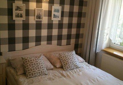 Sypialnia w apartamencie z tarasem