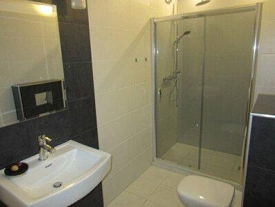 Łazienka z pokoju 2-os.