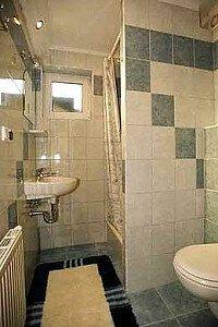 łazienka w pokoju 3-4os.