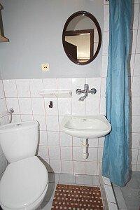 Piętro -pokój nr 2 ,łazienka