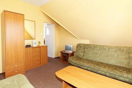 Pokój nr 6. Zdjęcie 1 Pokój dla 2-3 osób na II piętrze od strony północnej
