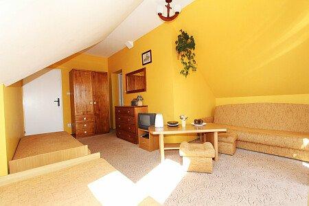 Pokój nr 8. Zdjęcie 2 Pokój dla 3-4 osób z balkonem od strony południowej z widokiem na Zalew Wiślany.