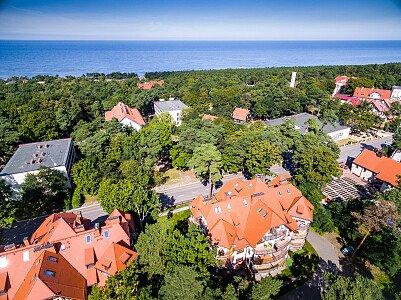 W tle Morze Bałtyckie