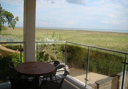 Z komfortowych pokojów z Tarasami i balkonami roztacza się fantastyczny bezpośredni widok na Zalew Wiślany