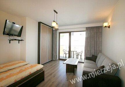 Pokój nr 7. Z pokoju można wyjść na balkon z widokiem na Zalew Wiślany.