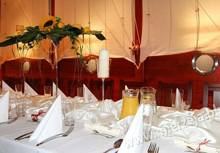Restauracja NADMORSKA (sala dolna, stół bankietowy)
