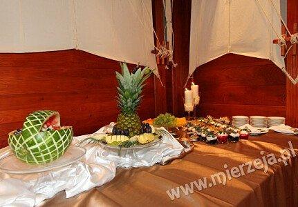 Restauracja NADMORSKA (sala dolna, stół deserowy)