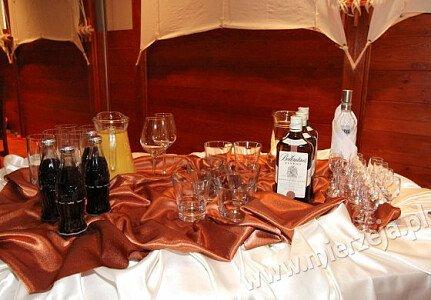 Restauracja NADMORSKA (sala dolna, stół alkoholowy)