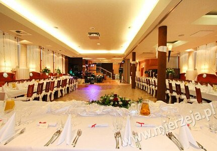 Restauracja NADMORSKA (sala dolna - stół weselny)