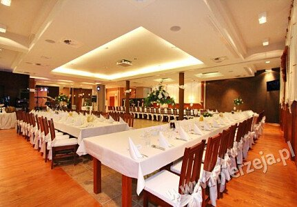 Restauracja NADMORSKA (sala dolna - stół weselny dla 100 osób)