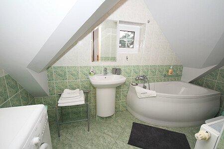 łazienka w apartamencie Konrad