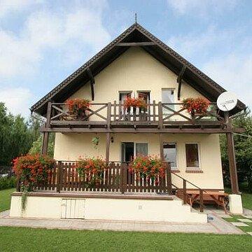 """Pokoje wczasowe """"Kajtek"""" + drewniany domek"""