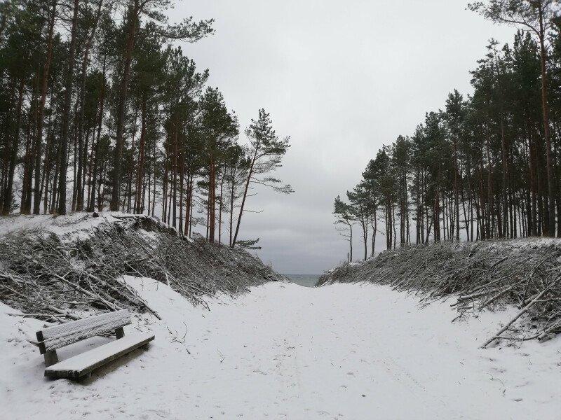 Piękna, zaśnieżona, cicha i spokojna mierzeja